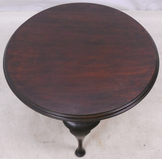 Dark Mahogany Circular Queen Anne Style Coffee Table